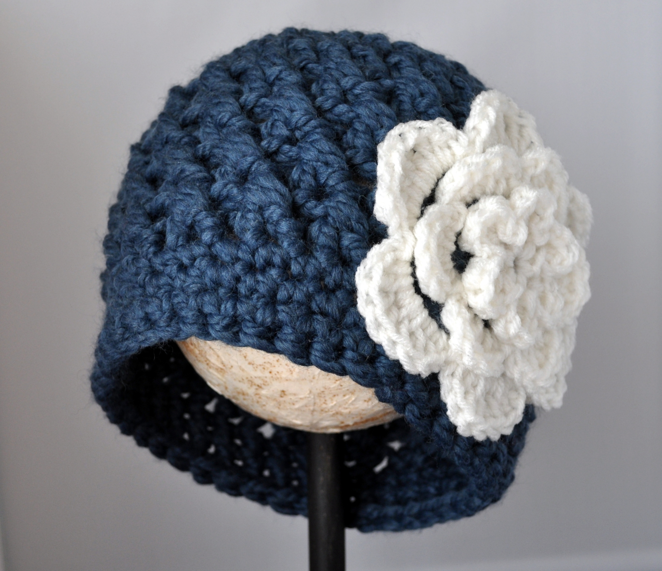 Bulky Yarn Child Hat Pattern Crochet : Crochet Chunky Flowered Cloche Pattern Classy Crochet